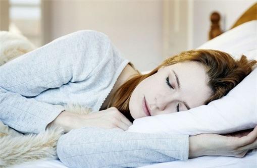 Nằm ngủ nghiêng bên trái để khỏe hơn