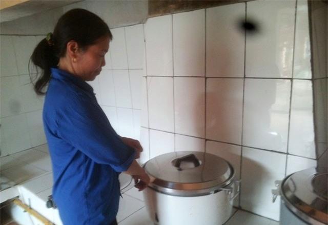 Chuyển 46 giáo viên làm công việc nấu cơm, quét nhà