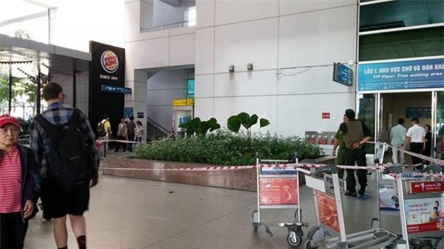 Du khách nước ngoài rơi lầu ở sân bay Tân Sơn Nhất
