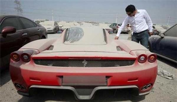 Tại thành phố Dubai xa hoa, siêu xe đắt tiền đến mấy cũng bị mồ côi chủ - Ảnh 3.
