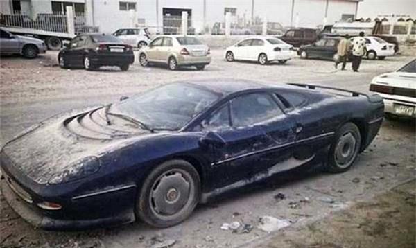 Tại thành phố Dubai xa hoa, siêu xe đắt tiền đến mấy cũng bị mồ côi chủ - Ảnh 4.