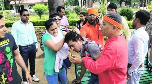 Ấn Độ, bạo hành, nát rượu, say xỉn, hành hạ, thần linh, xari, cảnh sát