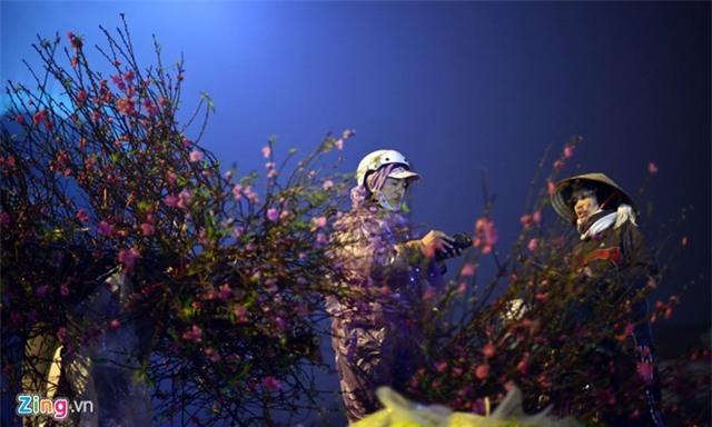 Chợ hoa đào Tết nhộn nhịp những ngày rét đậm
