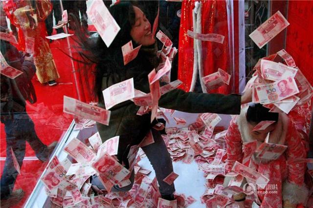 tri ân, khách hàng, cướp giật, tiền bạc, Trung Quốc, thế giới