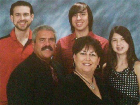 Gia đình Dooley, từ trái qua trên xuống: Cameron, Landon, Steven Todd, Lori và Brooke. Ảnh: 13newsnow.