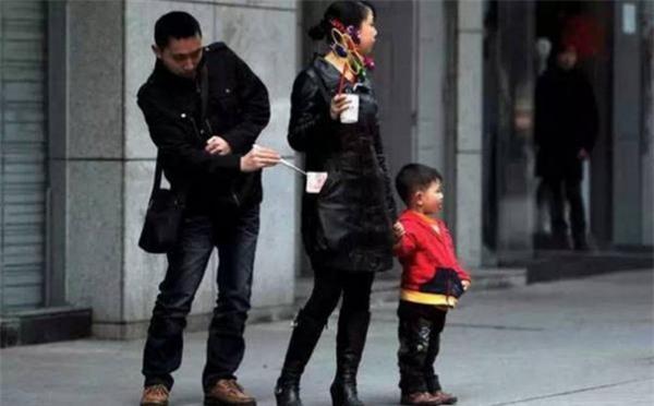 Những mánh khóe móc túi tinh vi của bè lũ trộm cắp, móc túi ở Trung Quốc - Ảnh 11.