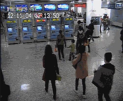 Những mánh khóe móc túi tinh vi của bè lũ trộm cắp, móc túi ở Trung Quốc - Ảnh 15.