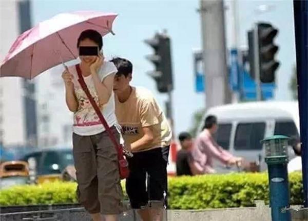 Những mánh khóe móc túi tinh vi của bè lũ trộm cắp, móc túi ở Trung Quốc - Ảnh 5.
