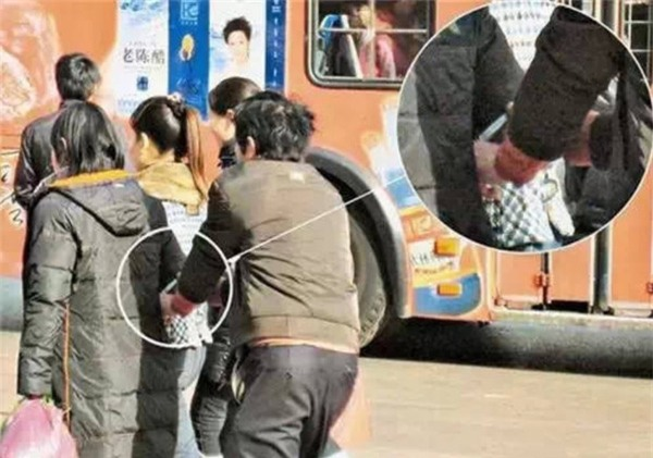 Những mánh khóe móc túi tinh vi của bè lũ trộm cắp, móc túi ở Trung Quốc - Ảnh 7.