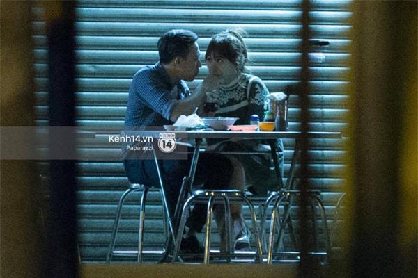 Những hình ảnh thân thiết trước khi lộ ảnh hôn nhau của Trấn Thành và Hari Won - Ảnh 1.
