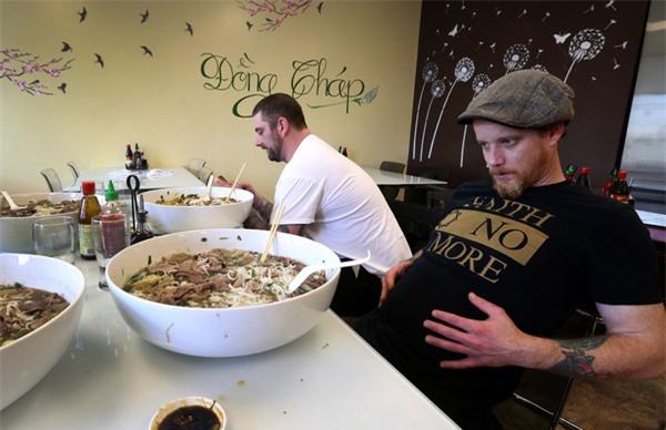 Nhà hàng Việt ở Mỹ thách thực khách ăn tô phở 6kg lấy 100USD - Ảnh 6.