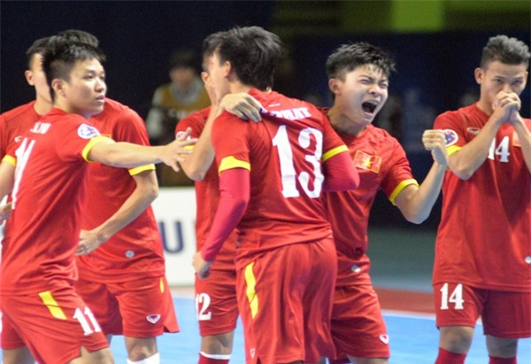 Fan bóng đá nước nhà sôi sục với thành tích vô tiền khoáng hậu của tuyển futsal Việt Nam - Ảnh 2.