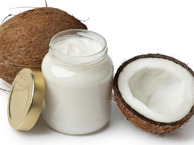 Vì sao nên dùng dầu dừa thay kem đánh răng?