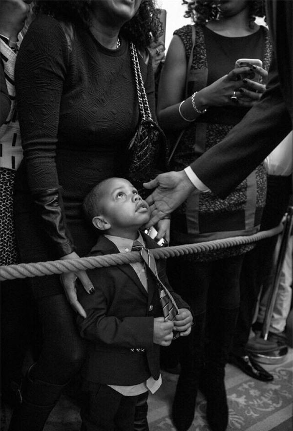 Ảnh Obama và những đứa trẻ gây sốt mạng Twitter - Ảnh 1.