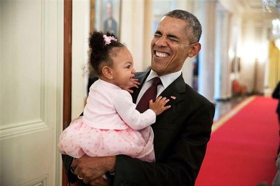 Ảnh Obama và những đứa trẻ gây sốt mạng Twitter - Ảnh 2.