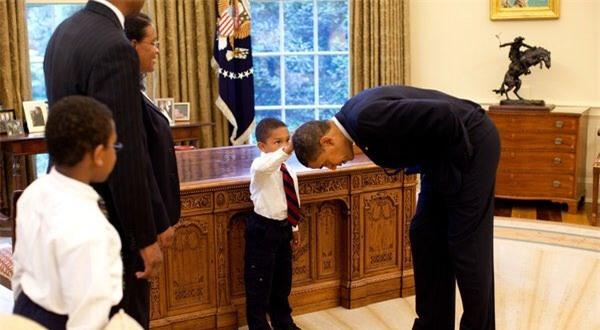 Ảnh Obama và những đứa trẻ gây sốt mạng Twitter - Ảnh 3.
