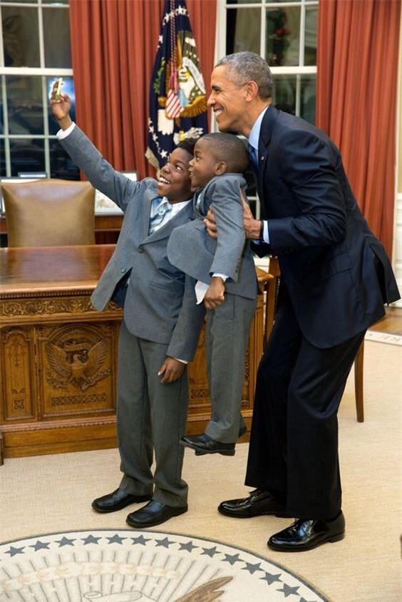 Ảnh Obama và những đứa trẻ gây sốt mạng Twitter - Ảnh 6.