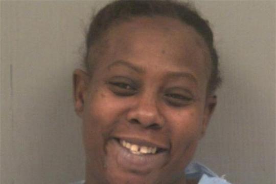 Cô Shakeia Long, 37 tuổi, cắn đứt lưỡi bạn trai. Ảnh: Mirror