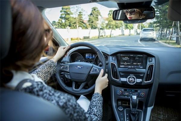 Kinh nghiệm lái xe cho phái đẹp