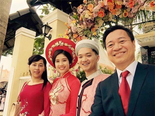 Bí thư tỉnh đoàn Nguyễn Minh Triết làm lễ ăn hỏi Á hậu Đồng Thanh Vy - Ảnh 1.