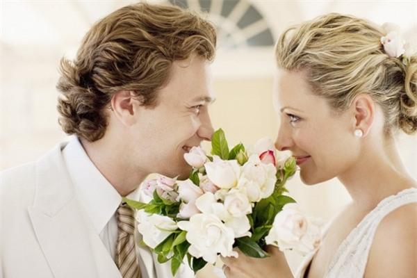 Những cặp vợ chồng chung sống lâu năm có xu hướng trở nên giống nhau từ ngoại hình đến tính cách, sở thích...