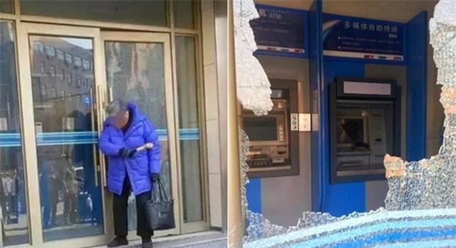 Cụ ông không rút được tiền, cụ bà cầm búa phá tan cây ATM