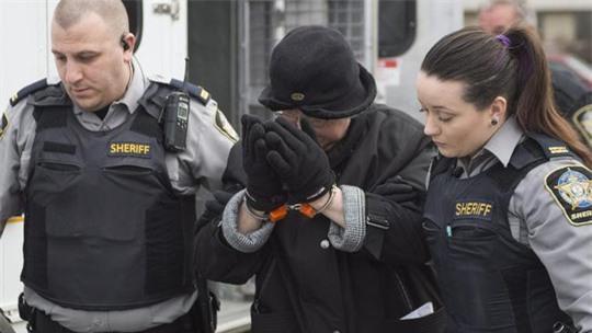 Bà Shepard (giữa) tới một phiên xét xử ở Canada. Ảnh: News.com.au