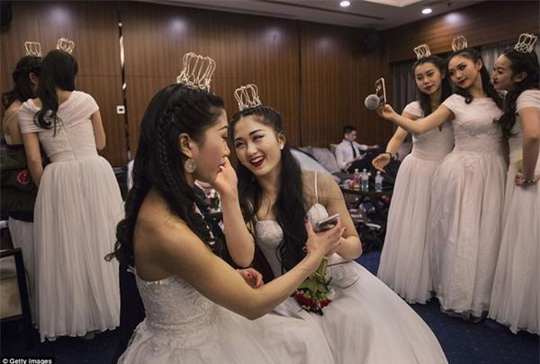 Buổi lễ mai mối tập thể hoành tráng của giới quý tộc Trung Quốc - Ảnh 7.