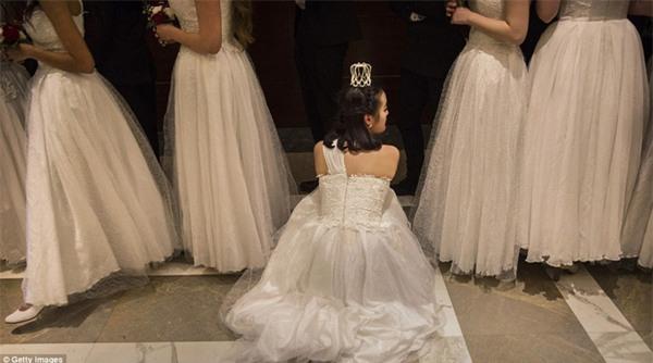 Buổi lễ mai mối tập thể hoành tráng của giới quý tộc Trung Quốc - Ảnh 9.