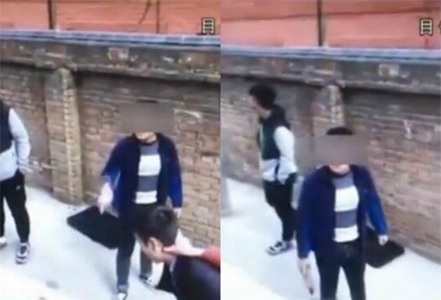 Trong khi một học sinh tóm cổ và dí thầy vào tường thì học sinh còn lại đang lớn tiếng cảnh cáo người quay phim.