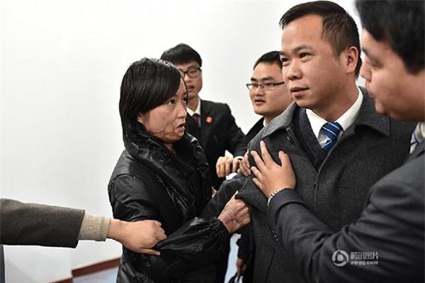 Bị từ chối, cậu ấm Trung Quốc thiêu sống cô gái 17 tuổi và cái kết đầy phẫn nộ - Ảnh 4.