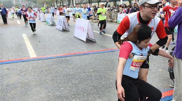 Hơn 12.000 người bị thương tại giải marathon ở Trung Quốc vì nhầm tưởng xà phòng là... bánh ngọt - Ảnh 7.