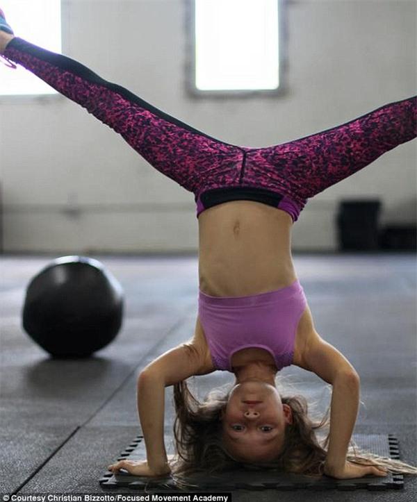 Cô bé 9 tuổi thân hình chuẩn 6 múi khiến người lớn cũng phải nể phục - Ảnh 3.