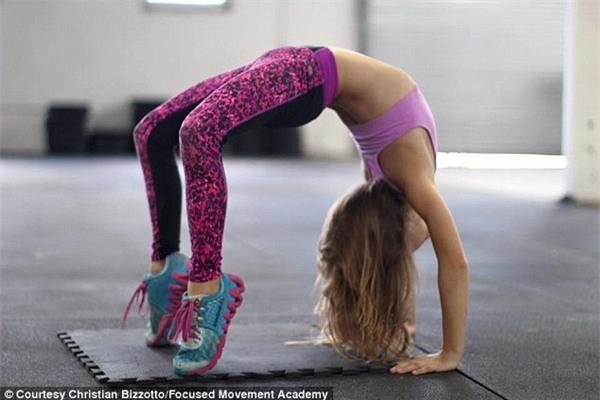 Cô bé 9 tuổi thân hình chuẩn 6 múi khiến người lớn cũng phải nể phục - Ảnh 7.