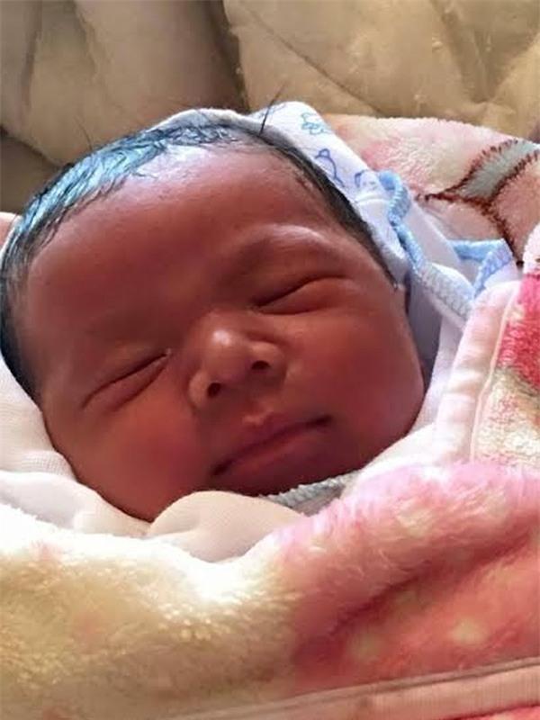 Phú Thọ: Phát hiện bé trai sơ sinh bị bỏ rơi ở trước cửa trạm y tế xã