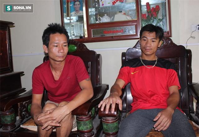 Anh Điệp (bìa phải) người đã giải cứu anh Quảng đến hỏi thăm sức khoẻ.