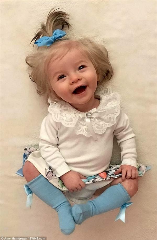 bé gái xinh xắn