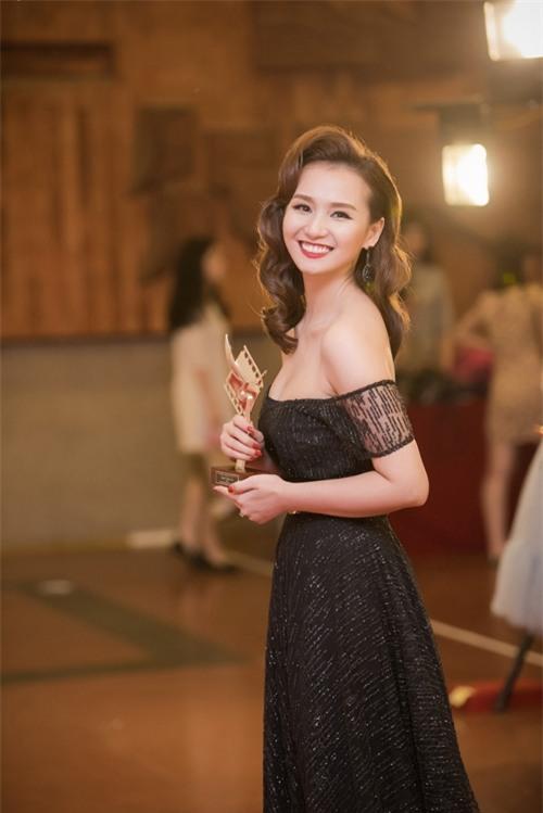Bộ phim 'Người trở về' mà cô đảm nhận vai chính đoạt Cánh diều bạc ở thể loại phim điện ảnh.