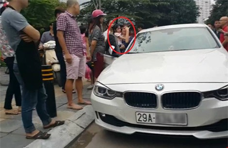 Bố dùng búa đập vỡ kính xe BMV để giải cứu con gái - Ảnh 1.