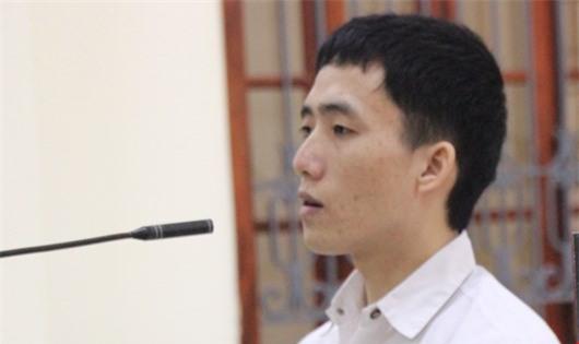 Bị cáo Hùa trước khi tòa vào nghị án