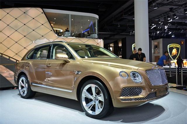 Mẫu Bentley Bentayga hiện là mẫu SUV siêu sang mạnh nhất, đắt nhất với công suất 600 mã lực và mô-men xoắn 898Nm, cho khả năng tăng tốc từ 0-100km/h trong 4 giây và tốc độ cực đại 301 km/h. Hiện chiếc xe này có giá bán khởi điểm tại Mỹ là 230.00 USD