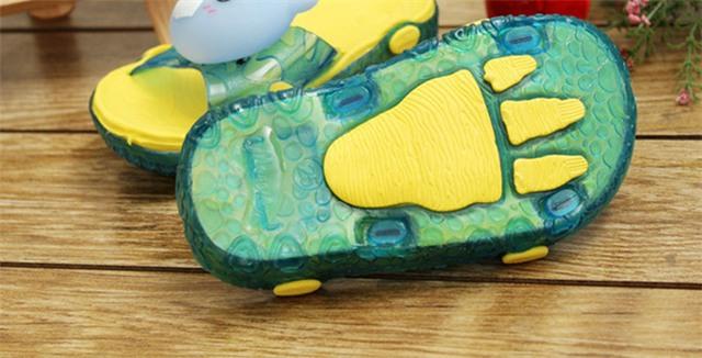 Nếu trẻ đang đi loại giày này, hãy vứt ngay vào sọt rác nếu không muốn hại con