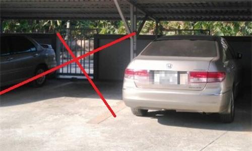 Vị trí chiếc xe ô tô (X) đậu tại bãi ở chung cư Phố Đông.