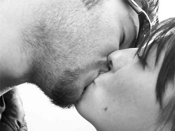 """7 nụ hôn """"không thử thì phí"""" cho các cặp đôi"""