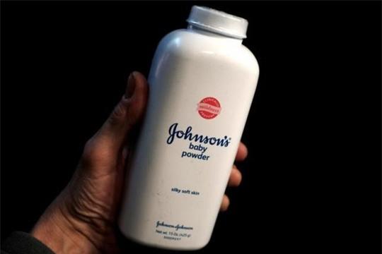 Sản phẩm Baby Powder của J&J. Ảnh: Reuters