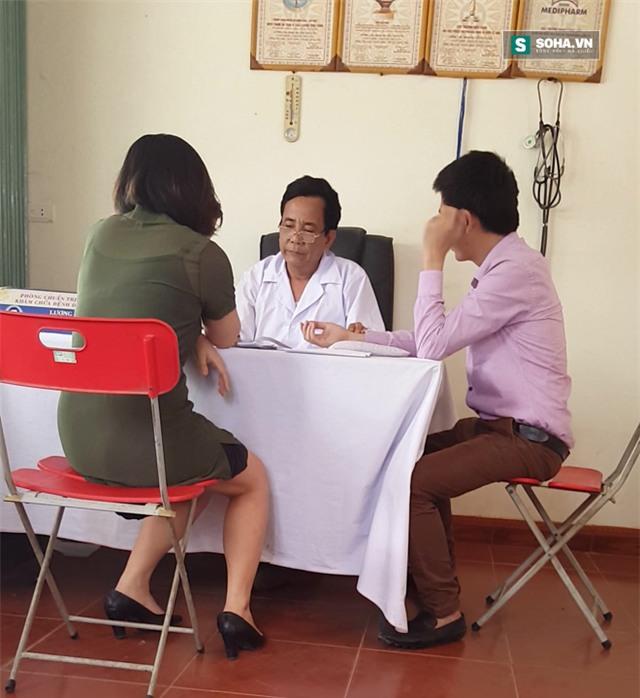 Vào vai cặp vợ chồng hiếm muộn, phóng viên đã được thần y phán đủ loại bệnh khó tin. (Ảnh từ Clip)