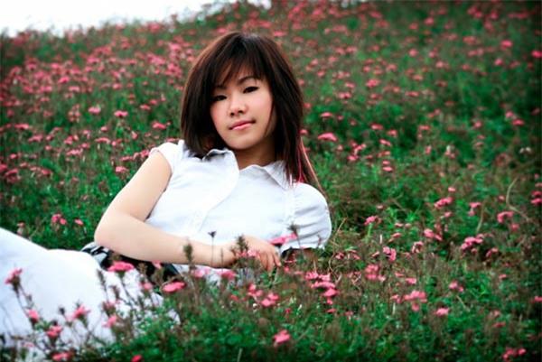 Lương Bích Hữu sinh năm 1984, cô bắt đầu được khán giả chú ý khi trở thành thành viên của nhóm nhạc HAT được ông bầu Quang Huy thành lập cách đây 12 năm.