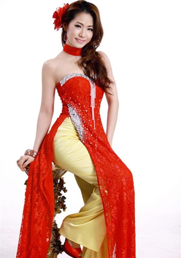 Từng thử nghiệm phong cách dịu dàng, nữ tính, nhưng những bộ đồ Lương Bích Hữu lựa chọn để mặc đều bị chê sến sẩm, lỗi mốt.