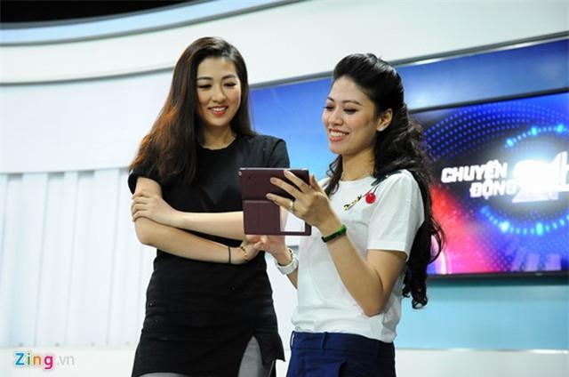 Nhận xét về học trò, Ngọc Trinh cho biết, Tú Anh có nền tảng là sinh viên báo chí, được đào tạo cơ bản về truyền thông và có niềm yêu thích thực sự.Sau khi kiên trì, luyện tập nghiêm túc trong hơn một năm, 9X đã trưởng thành và có sự tiến bộ rõ nét.