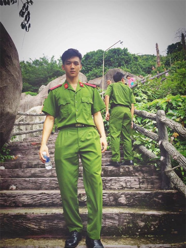 Anh công an Việt có vẻ đẹp tiểu mỹ thụ được phái nữ truy lùng trên mạng xã hội - Ảnh 3.